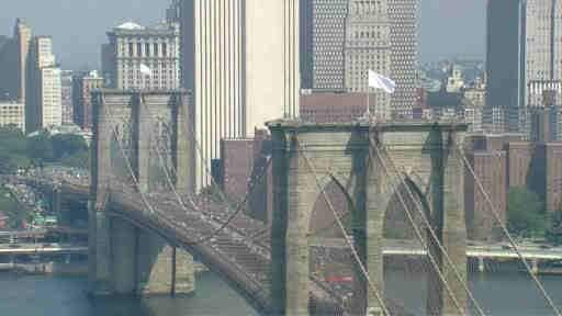 Brooklyn-Bridge-American-White-Flags-of-surrender
